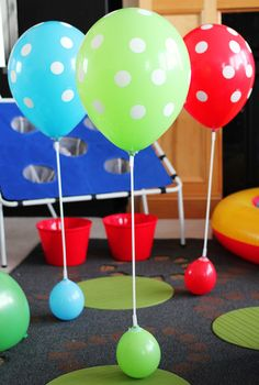 of Vases. Add color to plain vases by covering them in a single balloon. Source: Spoki of Frozen Birthday Party, Frozen Party, Birthday Fun, Bounce House Parties, Balloon Display, Butterfly Party, Happy Party, Woodland Party, Party Entertainment