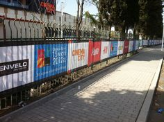 Брандиране Галерия Бургас    Затваряне с визии на всички неотворени обекти към момента на откриването – оразмеряване, печат и монтаж.    Материали използвани за дигитален и UV печат – винил, мрежа, фолио и др.    Обемни надписи по фасадата, вътрешната комуникация и паркингите - Ido Style    Изработка на вътрешна и външна реклама на целият мол - Top Print и Ido Style  http://www.topprint.bg/