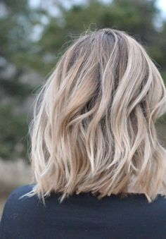 Stunning dirty blonde color with a soft curl - Pretty Hairstyles