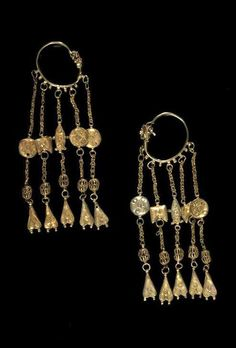 Persia | Gold earrings with attachments | 11th century | Est 3'000 - 4'000£ ~ (Apr '12)