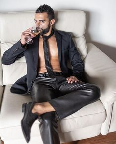Mens Leather Pants, Mens Fashion Suits, Men's Fashion, Hommes Sexy, Motorcycle Outfit, Sharp Dressed Man, Suit And Tie, Lambskin Leather, Leather Fashion