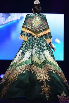 an experiential beauty, lifestyle and travel site based in the Philippines. Maria Clara Dress Philippines, Philippines Outfit, Philippines People, Traditional Fashion, Traditional Dresses, Modern Filipiniana Gown, Filipino Fashion, Muslimah Wedding Dress, Royal Dresses