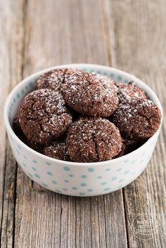 Schokokekse low carb und low fat, aber sicher nicht low taste! In diesen Low Carb Cookies stecken Mandelmehl und Erythrit.