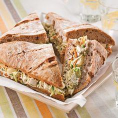 Pain familial à la salade de chou et au poulet Antipasto, Sandwich Croque Monsieur, Hors D'oeuvres, Slice Of Bread, Wrap Sandwiches, French Food, Mini, Healthy Eating, Lunch