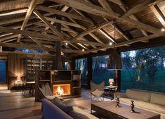 Oude schuur omgebouwd tot woonhuis met prachtige verlichting - Roomed | roomed.nl