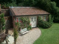 brick Garden room Built Garden Room 36 About Remodel Perfect Small Home Remodel Ideas with Brick Built Garden Room garden room Backyard Cottage, Backyard Sheds, Garden Cottage, Backyard Landscaping, Backyard Studio, Backyard Chickens, Brick Shed, Brick Garden, Building A Shed