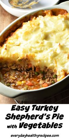 This easy shepherd's pie recipe is a hearty, delicious and quick dish perfect for a weeknight family dinner. Made with lean ground turkey as well as a generous amount of vegetables, this recipe is proof that great comfort food can also be healthy. Quick Ground Turkey Recipes, Ground Turkey Dinners, Healthy Turkey Recipes, Easy Dinner Recipes, Easy Meals, Ground Turkey Shepherd's Pie, Healthy Ground Turkey Dinner, Quick Easy Healthy Dinner, Quick Family Dinners