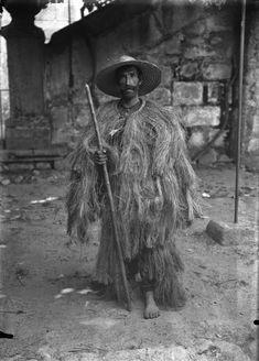 Isadora Duncan, Black White Photos, Black And White Photography, Rain Cape, Pilgrimage, Shades Of Grey, Folklore, Vintage Men, Old Photos
