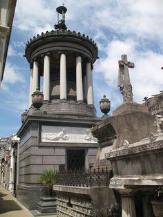 Uno de los imponentes túmulos en el cementerio de La Recoleta. Imagen de Beatriz Álvarez Sánchez., Benos Aires, Argentina