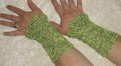 "Armstulpen - Armstulpen "" Grüne Blätter"" - ein Designerstück von Rosemarie-Kerschl bei DaWanda"
