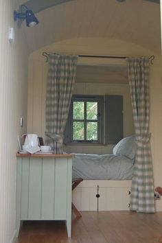 Shepherds Hut Interior Plans Ideas for Holidays Home, House Design, Little House, Interior, Shepherds Hut, Container House Design, House Interior, Bed Nook, Sleeping Nook