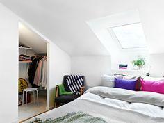 attic bedroom closet in a nookA (via Alla bilder) Attic Bedroom Closets, Room Ideas Bedroom, Closet Bedroom, Dream Bedroom, Home Bedroom, Headboard With Shelves, Lofts For Rent, Loft Room, Loft Spaces