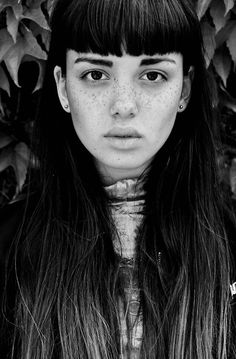 perfect bangs Emily Bador By Walnutwax Hairstyles With Bangs, Cool Hairstyles, Pretty People, Beautiful People, Foto Art, Female Portrait, Rock Style, Woman Face, Freckles