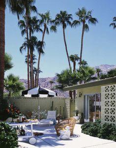 Cette maison, c'est un peu « j'avais rêvé de vivre dans les années 60 en Califormie » et le cliché est savamment reconstitué par Bill Stewart, décorateur d'intérieur qui rêve de la Californie depuis toujours, bien qu'il ait grandi à West Palm Beach, en Floride et que son activité soit basée à Atlanta, William Stewart Designs depuis 1985. « J'ai adoré Lire
