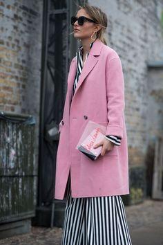 6e5efbf64230 Pink overcoat over stripes Rosa Mäntel, Schöne Klamotten, Mode Für Frauen,  Streifen,