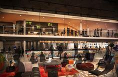Sin mostrador de recepción y con un diseño más social de los espacios públicos  Diseño hotelero: cómo serán los establecimientos en 2017. El lobby del hotel Sir Adam en Amsterdam, cuya apertura está prevista para otoño, ejercerá de hub cultural en las antiguas oficinas centrales de Shell. Imagen: ICRAVE.