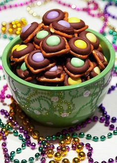 mardi gras munchies - Bake Love Give - mardi gras munchies – Bake Love Give . - mardi gras munchies – Bake Love Give – mardi gras munchies – Bake Love Give – - Mardi Gras Desserts, Mardi Gras Food, Mardi Gras Party, Mardi Gras Appetizers, Holiday Treats, Holiday Recipes, Easter Recipes, Dessert Recipes, Easter Desserts