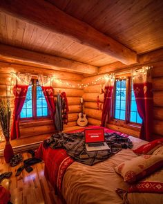 awesome Incredible Wooden Cabin Bedroom Design Ideas For Summer Holiday Winter Cabin, Cozy Cabin, Cozy House, Fall Winter, Autumn, Cabins In The Woods, House In The Woods, Log Cabin Bedrooms, Wooden Cabins