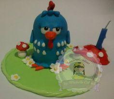 Topo de bolo com vela da Galinha pintadinha de biscuit faço de qualquer tema.  http://www.elo7.com.br/galinha-pintadinha-topo-de-bolo-e-vela/dp/1EF27A
