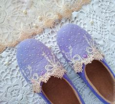 Felt Shoes, Felted Slippers, Slipper Boots, Needle Felting, Wool Felt, Shoe Boots, Projects To Try, Wedding Day, Sandals