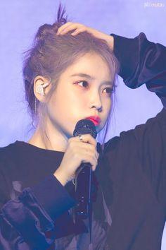 Cute Poses, Gwangju, Korean Star, Korean Actresses, Love Poems, Her Music, Debut Album, Mamamoo, Record Producer