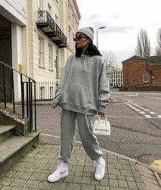 Basic Outfits, Sporty Outfits, Mode Outfits, Stylish Outfits, Tomboy Fashion, Streetwear Fashion, Baggy Jeans Damen, Joggers Outfit, Cute Comfy Outfits