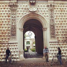 Palazzo dei Diamanti - Instagram by @turismoer