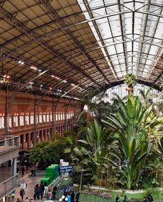La estación de Atocha es un complejo ferroviario situado en las cercanías de la plaza del Emperador Carlos V, en Madrid, España. Hace las funciones de nudo ferroviario, y esto la convierte en una de las estaciones más utilizadas del país, en el siglo XXI.