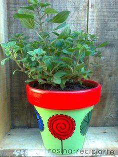 More color wonderful ideas Flower Pot Art, Flower Pot Crafts, Clay Pot Crafts, Painted Clay Pots, Painted Flower Pots, Hand Painted Ceramics, Ceramic Pots, Terracotta Pots, Terracota