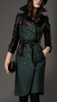 Burberry - Long Textured Patent Panel Trench Coat in racing green. Raincoat Outfit, Hooded Raincoat, Mode Kimono, Mode Mantel, Burberry Trench Coat, Raincoats For Women, Coat Patterns, Coat Dress, Autumn Fashion