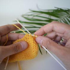 Kolmas Crochet Socks, Knitting Socks, Knit Crochet, Learn How To Knit, Cool Diy Projects, Knitting Projects, Knitting Ideas, Handicraft, Sewing Crafts