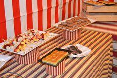 Dale un toque de feria a tu evento con casetas, mesas pintadas a mano y comida típica andaluza.  #Events #Feria #Decoration #Food Dairy, Cheese, Food, Painted Tables, Dinner, Events, Essen, Meals, Yemek