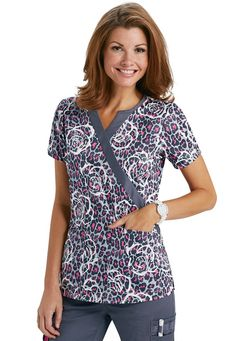 Beyond Scrubs Jungle Rose crossover print scrub top. Scrubs Outfit, Scrubs Uniform, Scrub Suit Design, Scrub Shoes, Medical Scrubs, Nursing Scrubs, Cute Scrubs, Work Attire, How To Look Better