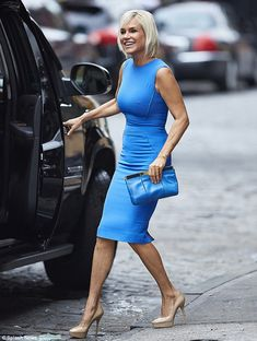 Beautiful in blue: Yolanda sported nude platform pumps and carried a little blue clutch that matched her frock