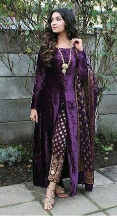 Party Wear Gowns and Shalwar Kameez : Purple Velvet New Design Of Salwar Suits India Shadi Dresses, Pakistani Formal Dresses, Pakistani Dress Design, Pakistani Outfits, Dress Formal, Dress Casual, Women's Casual, Indian Party Wear, Indian Wedding Outfits