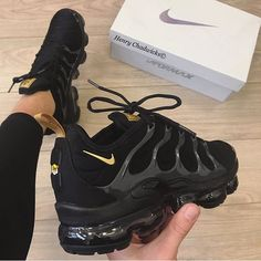Shoes, Nike, Nike Air Vapormax - Laufschuhe - Shoes World All Black Nike Shoes, Gold Nike Shoes, All Black Nikes, Black Nike Sneakers, Nike Gold, White Nikes, Men Sneakers, Shoes Men, Nike Shoes For Women