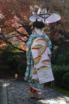 Geisha Japan, Geisha Art, Japanese Geisha, Japanese Beauty, Japanese Kimono, Japanese Art, Yukata, Kabuki Costume, Kimono Japan