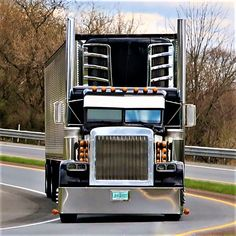 Millions of Semi Trucks Show Trucks, Big Rig Trucks, Lifted Trucks, Peterbilt 389, Peterbilt Trucks, Custom Big Rigs, Custom Trucks, Trucker Quotes, Classic Tractor