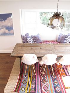rug, table, chairs