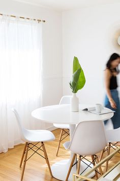 white dining set | #glitterguide #kitchenstyling