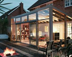 I love this idea for a sunroom extention off of the kitchen or conservatory. Modern Conservatory, Conservatory Extension, Conservatory Ideas Sunroom, Conservatory Interiors, Glass Extension, Extension Ideas, Casas Containers, Design Exterior, Interiors