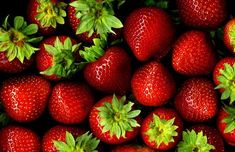 Try out some of the best DIY face masks recipes. Treat your skin to the benefits, and your pocket to the savings of these homemade best DIY face masks! Dehydrated Strawberries, Dried Strawberries, Easy Weight Loss, Healthy Weight Loss, Best Diy Face Mask, Fruits Images, Strawberry Plants, Fruit Photography, Agaves