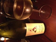Goldmuskateller - very, very floral nose but dry taste. Lush fruit. Yum. #wine