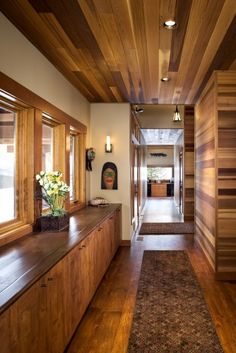 Swathed in Cedar flur 11 Breathtaking Ideas for a Wood Ceiling Best Modern House Design, Home Design, Design Ideas, Home Interior, Interior Design, Flur Design, Christmas House Lights, Style Rustique, Dark Wood Floors