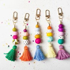 Colorful Keychain, Tassel Keychain, Zipper charms, Colorful accessories, Purse keychain, Beaded keyc Diy Keychain, Tassel Keychain, Diy Tassel, Tassels, Bead Crafts, Tape Crafts, Polymer Clay Crafts, Clay Beads, Clay Creations
