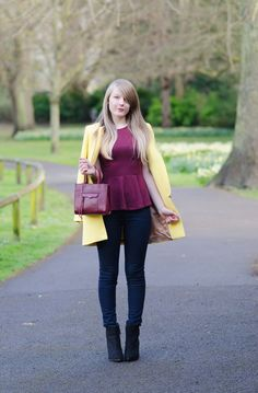yellow burgundy and black pants 2017 Burgundy Outfit, Color Blocking Outfits, Yellow Coat, Fashion Blogger Style, Fashion Trends, Black Pants, Peplum, Skinny Jeans, My Style