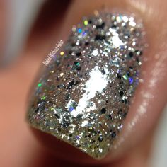 Macro of SuperChic Lacquer Crown Jewels of Enchantment with Marvel Liquid Macro top coat in direct light @wonderbeautypro