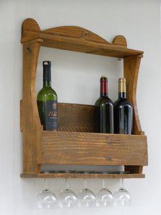 Estante para botellas y copas, con palés • Reclaimed Wood Wine Rack, Rustic Home Decor, via Etsy.