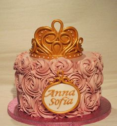 Golden Crown chocolate cake with chantilly cream filling  http://passionecupcakes.blogspot.it/