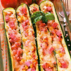 Egy finom Sonkával és sajttal töltött cukkini ebédre vagy vacsorára? Sonkával és sajttal töltött cukkini Receptek a Mindmegette.hu Recept gyűjteményében!